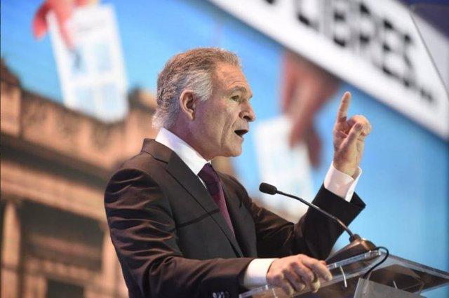 El empresario más influyente de Guatemala incide en sus críticas a Jimmy Morales