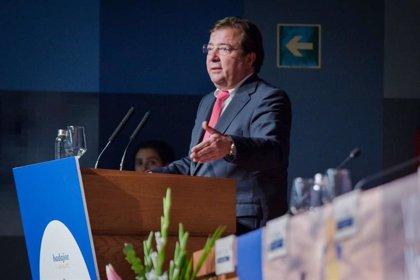 Fernández Vara destaca la importancia del estudio de la ética y la deontología en ámbitos como el sanitario