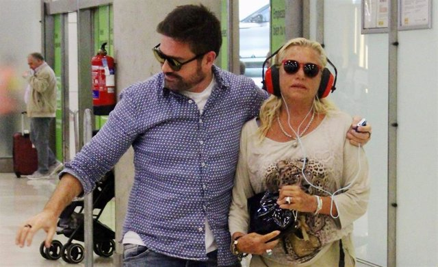 Mayte Zaldivar en su llegada a Madrid