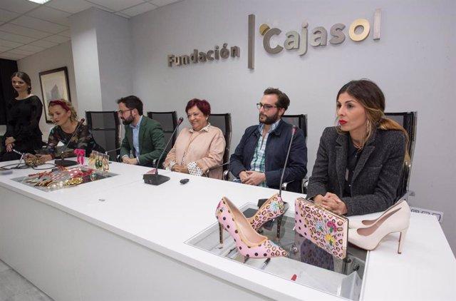 Huelva.- Cajasol.- Las últimas tendencias de la moda flamenca, sobre la mesa de