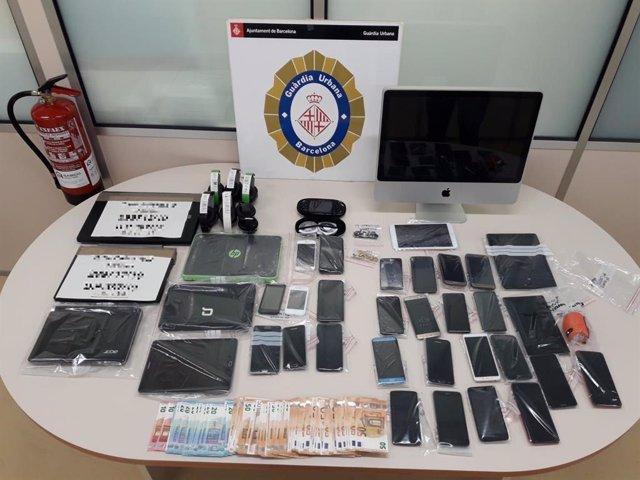 Successos.- Detingut per revendre a l'estranger mòbils robats al centre de Ba