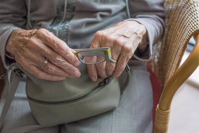 28A.-Asociaciones de mayores piden pensiones dignas, teléfono contra el maltrato