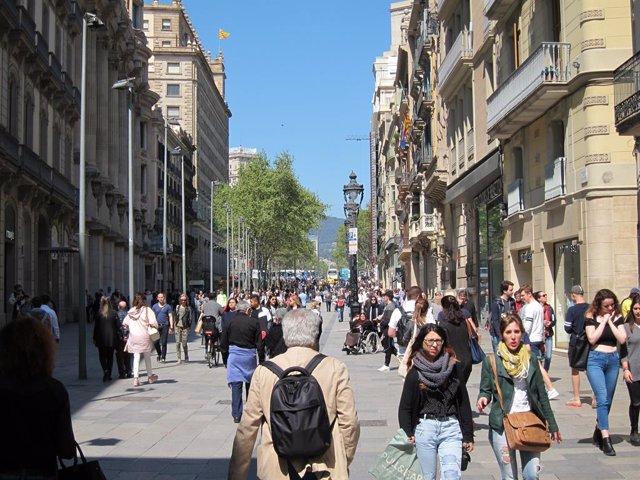 Gent, persona, persones, passejant, passeig, turistes, turisme, família, famílie