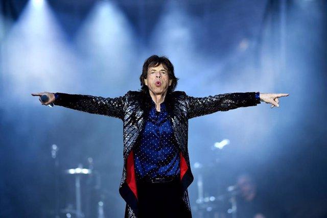 Mick Jagger tendrá que ser operado del corazón y pide perdón a sus fans