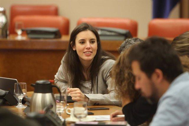 La vicepresidenta del Gobierno, Carmen Calvo, asiste a la reunión de la Diputación Permanente en el Congreso de los Diputados