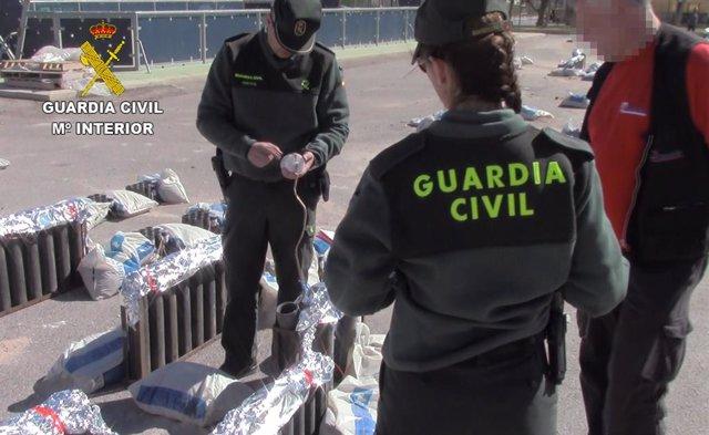 Castellón-.- La Guardia Civil interviene 5 kilos de artificios pirotécnicos cadu
