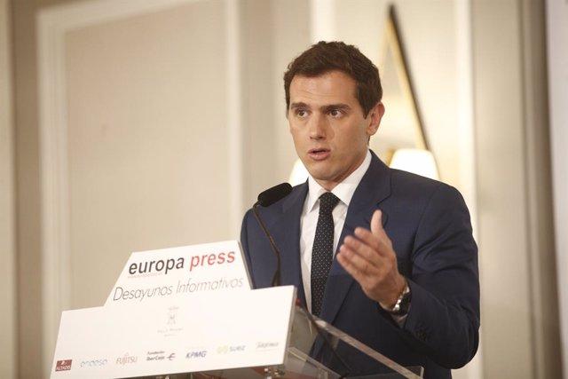 Rivera recolza la moció de confiança a Torra però avisa de l'absència de democra