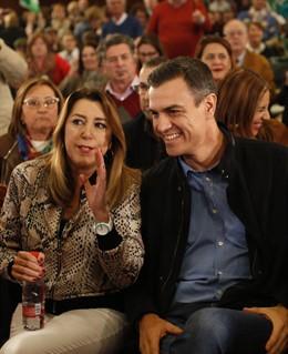 El presidente del Gobierno, Pedro Sánchez, y la secretaria general del PSOE-A, S