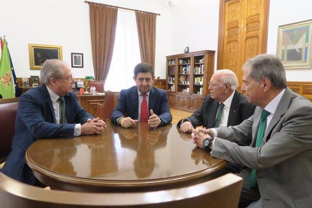 Jaén.-MásJaén.- Reyes subraya el compromiso de Caja Rural para evitar la exclusi