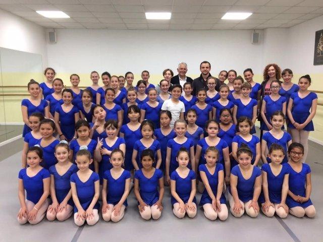 La Escuela de Danza Francisca Toms recauda 2.100 euros para ayudar a niños con