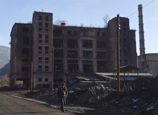 Georgia.- Georgianos desplazados por la guerra ocupan un edificio para reclamar