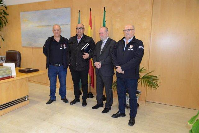 Sevilla.- Villalobos recibe a la Asociación de Jubilados de la Policía y la enti