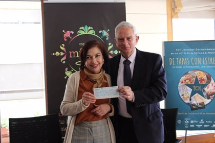 Los hoteleros de Sevilla entregan un cheque solidario a la asociación de parálisis cerebral