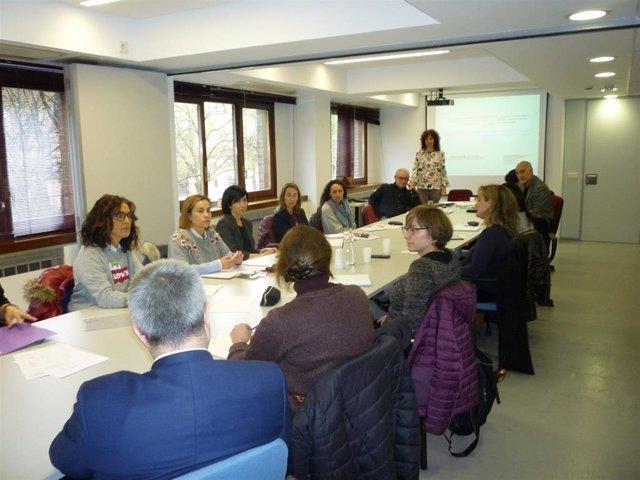 Una treintena de empresas, sindicatos y asociaciones participan en encuentros pa