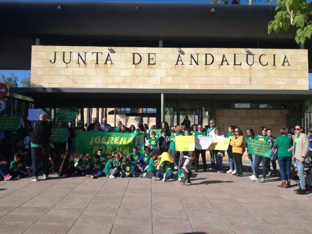 Sevilla.-La plataforma del colegio de Gerena celebra este jueves una protesta an