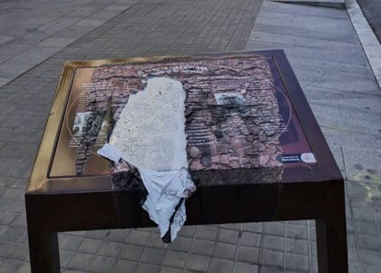 La juez abren diligencias por el atril dañado ante la Jefatura de Policía en Barcelona