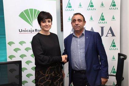 Unicaja Banco y Asaja Palencia firman un acuerdo para domiciliar ayudas de la PAC, que beneficiará a 2.600 agricultores