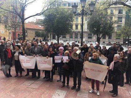 Decenas de personas se concentran en Oviedo para solicitar una ley de eutanasia
