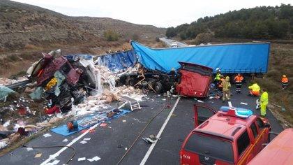 Dos fallecidos al chocar frontalmente dos camiones en la N-II a la altura de Peñalba