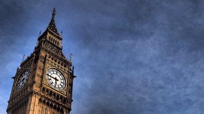 Escuelas británicas se ven obligadas a sustituir relojes analógicos por digitales ya que los alumnos no los saben leer