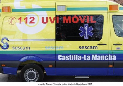 Dos varones, uno menor, resultan heridos por el choque de un turismo y un camión en Albares (Guadalajara)