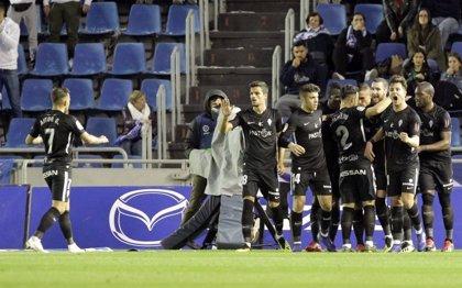 El Sporting otea el 'play-off' tras imponerse al Tenerife