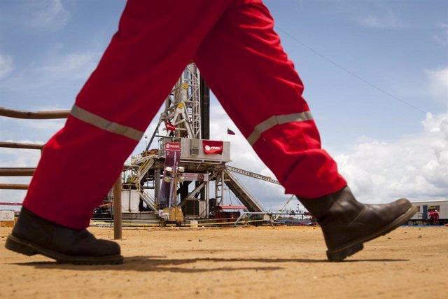 Venezuela.- EEUU pide a empresas petroleras de todo el mundo que reduzcan aún má