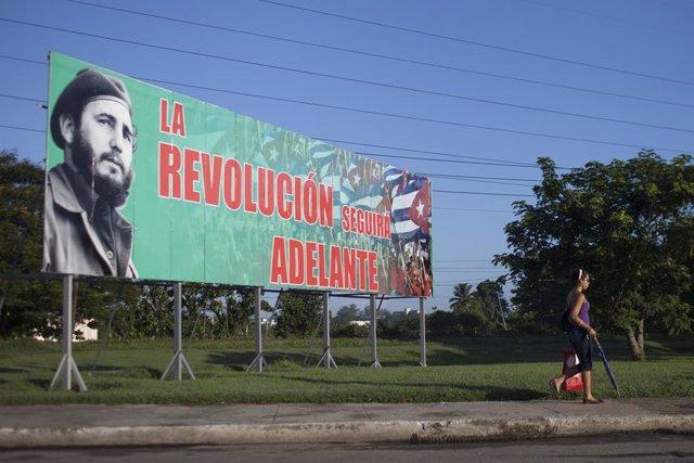 Valla con la imagen de Fidel Castro en La Habana
