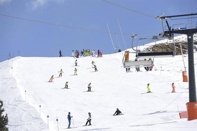 Finaliza la campaña de esquí escolar de la DPH en Cerler con 60 colegios partici