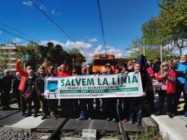 Concentració per evitar el tancament de les estacions de Salou i Cambrils (Tarra