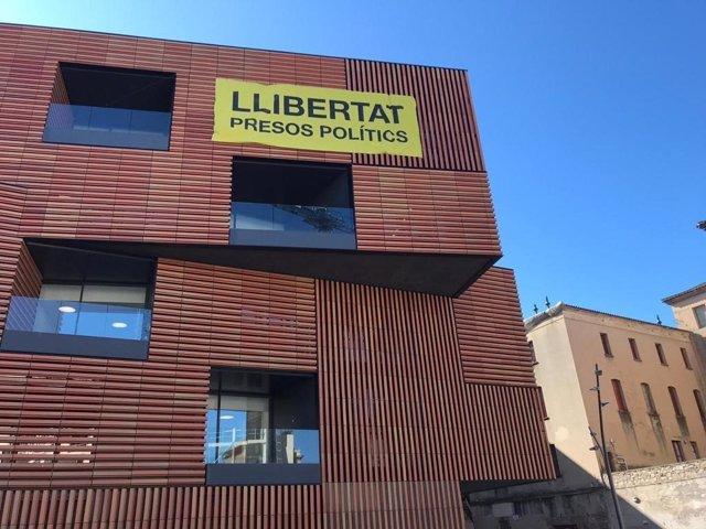 """La Junta Electoral ordena llevar un cartell a favor dels """"presos polítics"""" de"""