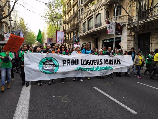 """Unas XXX personas participan en una manifestación en Barcelona contra los """"alqui"""