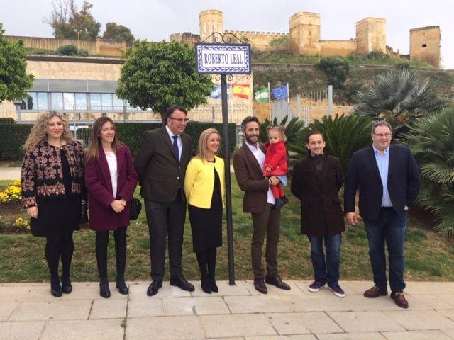 [Sevilla] Np Alcalá: El Periodista Alcalareño Roberto Leal Descubre La Placa De