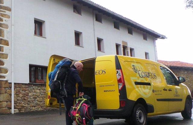Correos reanuda el transporte de mochilas y maletas de los peregrinos del Camino