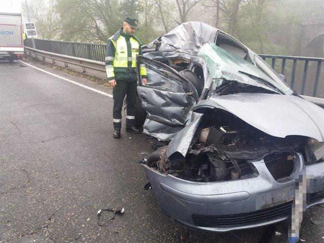 Una joven de 30 años muere tras colisionar con el vehículo en el que viajaba con