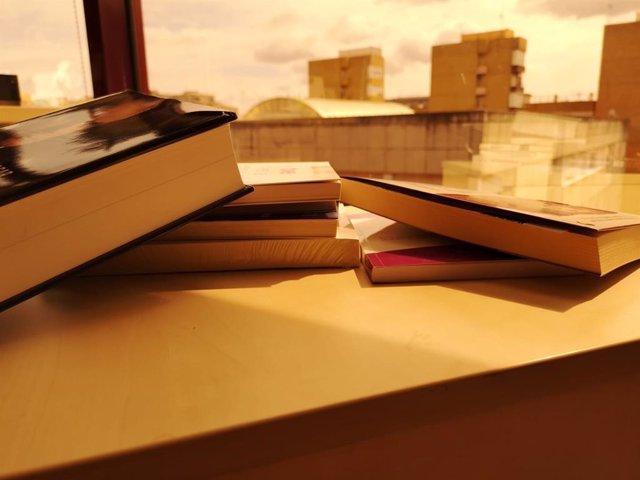 Sevilla.- Abierto el plazo para solicitar una beca de 100 euros en libros para j