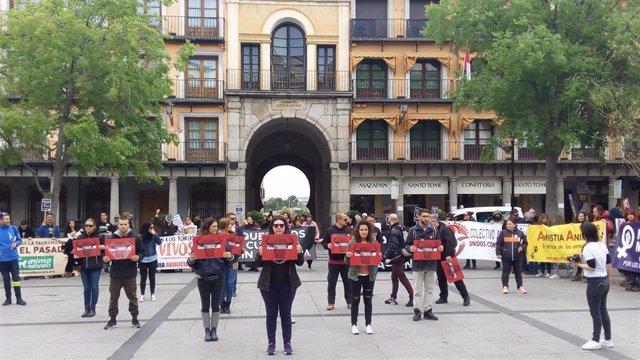 Unas 400 personas exigen en Toledo