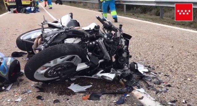 Muere un motorista y otro resulta herido muy grave tras un choque frontal en la