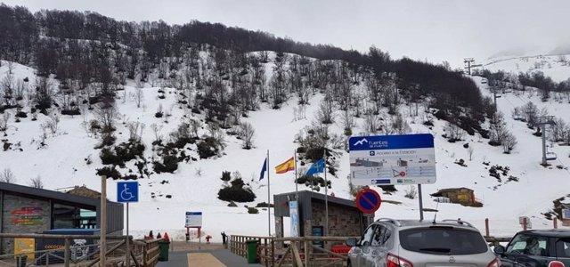 Más de 2.000 usuarios pasaron por las estaciones de esquí asturianas este fin de