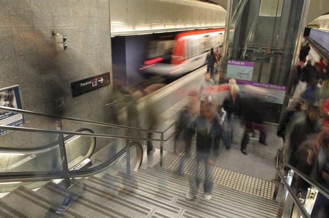 L'afluència de passatgers del Metro de Barcelona s'ha reduït un 13% entre les 7.