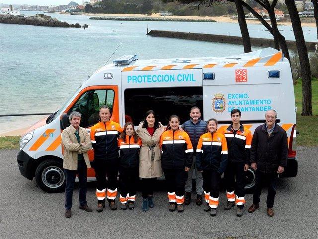 Santander.- El Ayuntamiento entrega una nueva ambulancia a Protección Civil