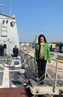 Cádiz.- Robles ensalza la proyección y el compromiso de las Fuerzas Armadas en l