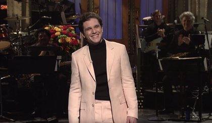 Juego de Tronos: Emilia Clarke y Rose Leslie ponen a prueba a Kit Harington en Saturday Night Live