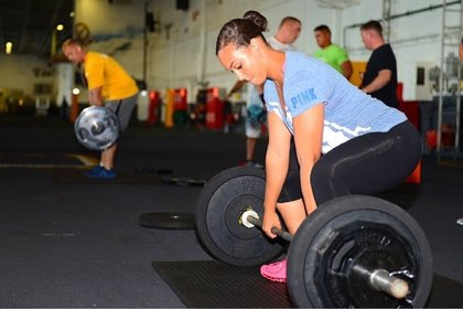 Las mujeres que levantan pesas tiene la misma cantidad o más de fibras musculares que los hombres, según un estudio