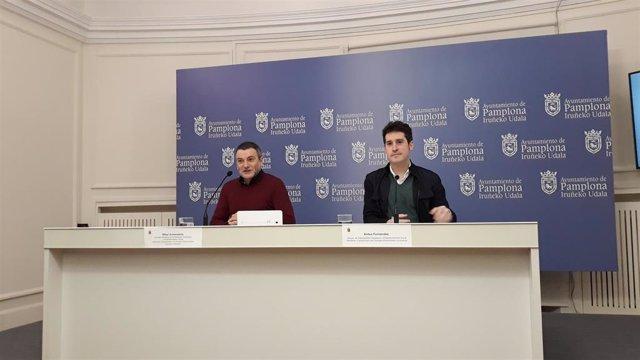 Mikel Armendariz (derecha), concejal de Participación Ciudadana de Pamplona