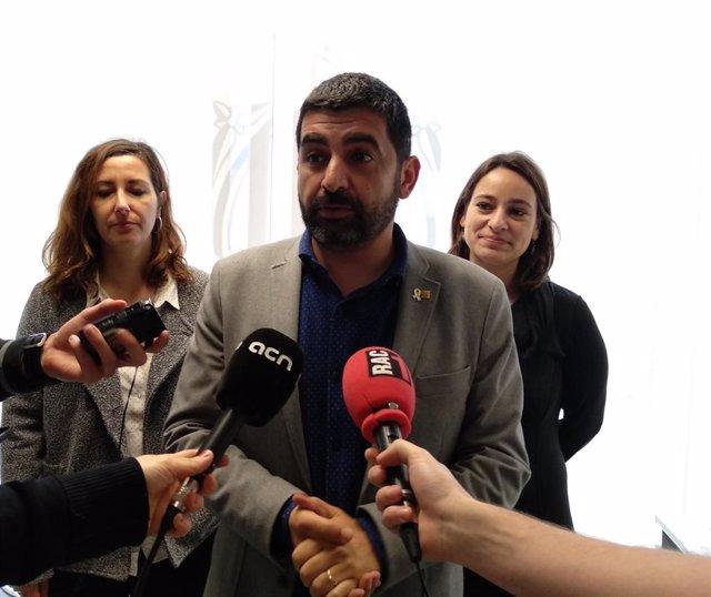 """El Govern impugna al TC el nou reglament d'adopcions internacionals perquè """"enva"""