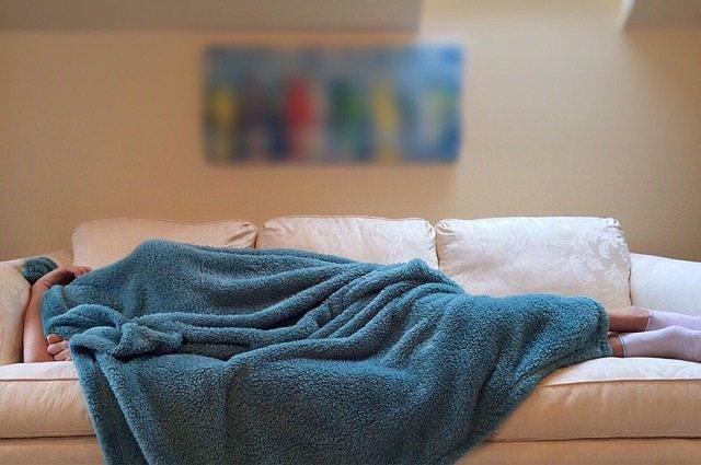 Dormir, durmiendo, siesta, sofá, manta, enfermo
