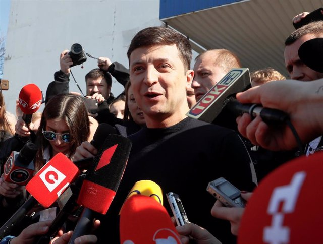 Zelenski y Poroshenko van xugase la Presidencia d'Ucrania en segunda vuelta'l 21