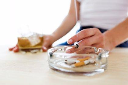 Seguir fumando después del diagnóstico incrementa sustancialmente el coste del tratamiento del cáncer, según estudio