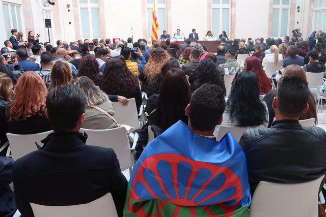 Associacions gitanes catalanes demanen en el Parlament tenir més representació p